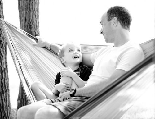 Vollzeit-Väter würden 3.595 Euro monatlich verdienen