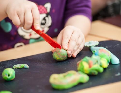Kinderknete im Test: Jede zweite Knete mit Mineralöl verunreinigt