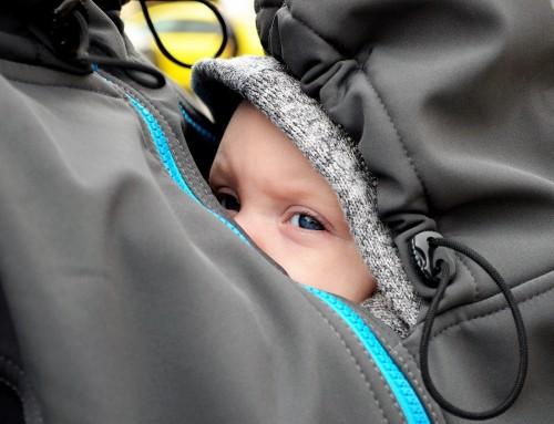 Babytragen-Test: Nicht alle sorgen für gesunde Haltung des Babys